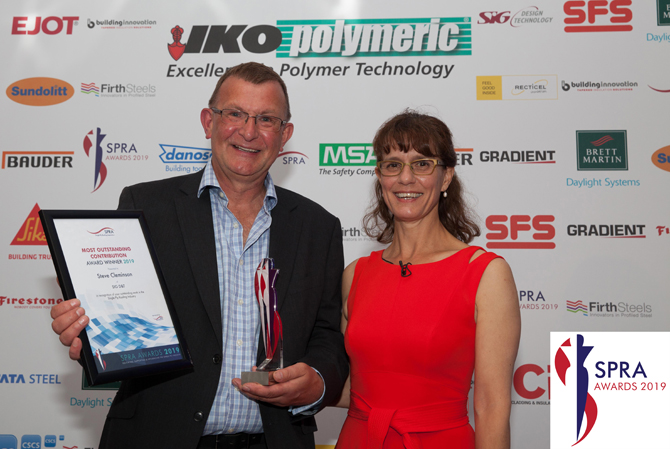 Steve Cleminson receives award for 'Outstanding Contribution to the Single Ply Industry' from SPRA CEO Cathie Clarke