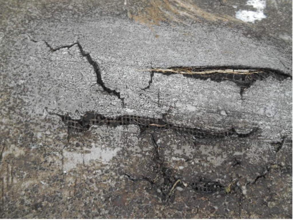 Cracked Brittle Asphalt  - Why Flat Roofs Leak
